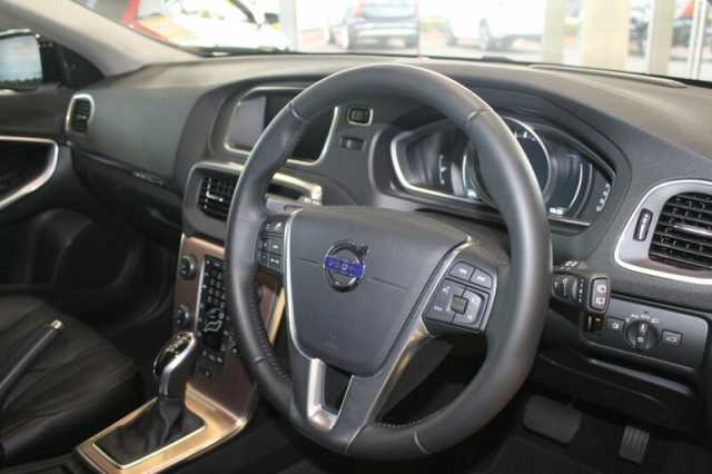 Volvo  V40 Cross Country T5 Luxury